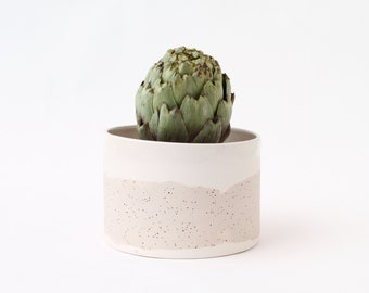 White ceramic planter pot. Speckled ceramic planter. White plant pot. Modern ceramic planter. Contemporary ceramics. Plant lovers gift. Pot