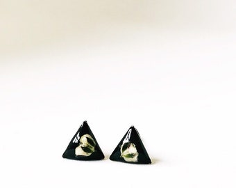 Pressed white babys breath on black epixy clay post earrings