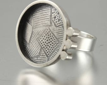 SALE - Modern Style Textured Circle Ring - Size 6.5
