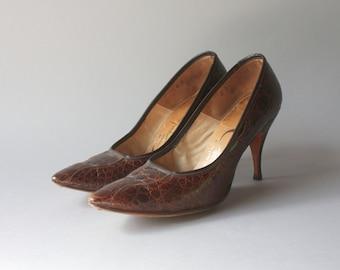 1960s Shoes / Vintage 60s Reptile Heels / 1960s Eduardo Capalino Brown Reptile Pointy Toe Stilettos 6 B