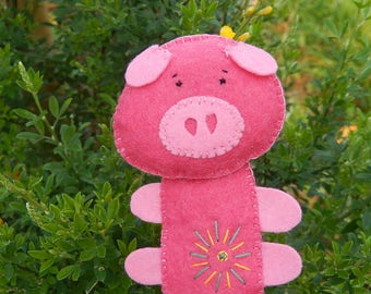 """Pink pig"" finger puppet felt"