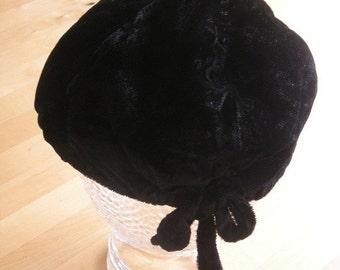 1950s Vintage British Black Toque Hat with bow