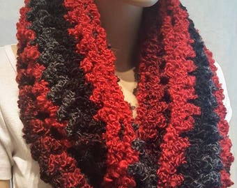 Black Red Crochet Infinity Scarf, Chunky Crochet Infinity Scarf, Bulky Scarf, Crochet Scarf, Soft Scarf, Black Scarf, Lightweight, Plush