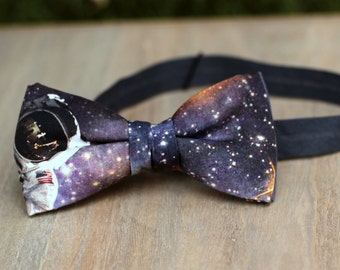 Bow 73. Cosmos. Pajarita hecha a mano con telas de algodón de gran calidad.