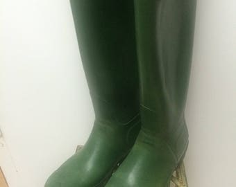 Used huntress rubber boots