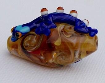 Blue lizard focal bead