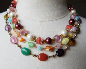 A Lot of 4 Vintage Glass Necklaces and Pendant from the 1950s to 1960s - Summer Colours