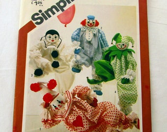 Simplicity #5259 Pattern for Decorative Craft Clowns Approximately 20 Inches Tall, 4 Different Designs