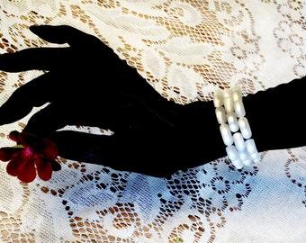 LUCITE bracelet beauty, vintage- 30's?