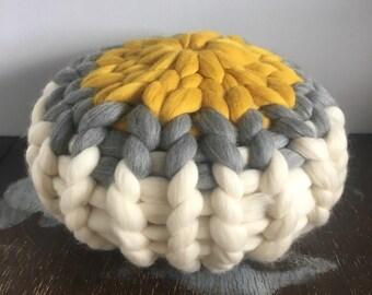Dandelion stripe round cushion