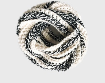 Chunky Crochet Ribbed Infinity Scarf | black/ivory cream off-white | Checkerboard |  THE ANELLO