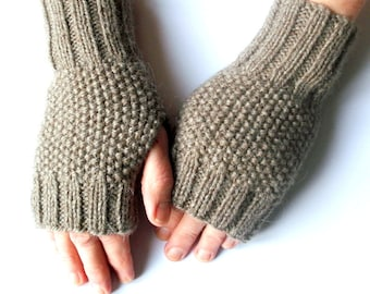 KNITTING PATTERN:  Fingerless mitts in moss stitch.