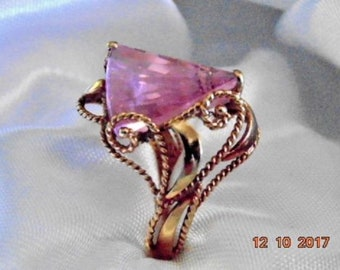 Twisted Yellow Gold W/ A GEOMETRIC Shaped Cone Light Pink TOPAZ 10KT Ring Sz 8