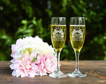 Minnie and Mickey Toasting Flutes, Wedding Toasting Flutes, Engraved Wine Glasses, Set of Toasting Glasses, Mr and Mrs Toasting Flutes