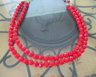 Vintage costume jewelry  / red glass beaded necklace