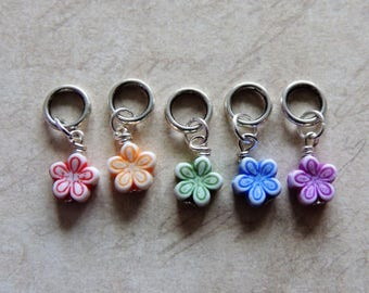 Spring flower stitch marker set of 5 red yellow green blue purple daisy