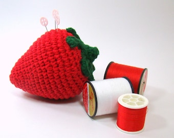 Crochet Strawberry Pincushion, Sewing Pincushion, Strawberry Kitchen Decor, Strawberry Bowl Filler Ornament, Gift for Mom, Seamstress Gift