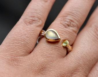 Labradorite Peridot Sterling Silver Ring, Silver Gold Gemstone Ring, Statement Ring, Textured Band Ring, Birthstone Ring, Size 9, Gift Women