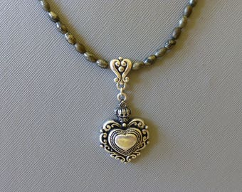Antique style heart necklace