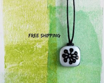 Clairvoyance. Bindrunes. Linked Runes. Glass pendant. Rune pendant. Celtic runes. Asatru. Asatru jewelry. German symbol.