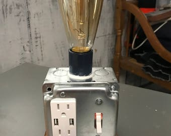 USB recept with vintage bulb lamp