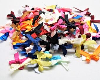 Lot de 250 nœuds en ruban satin multicolores, 35*30 mm