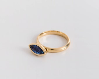 Large Ceylon Sapphire Ring, Sapphire Marquise on a Hinge, Women's Statement Ring, 18k Gold Saphire Marquise Ring, Kinetic Ring Blue Gemstone