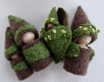 Moss Peg Doll Family Play set, Spring Waldorf Gnome, Tree House Family, Peg Doll Family, brown, green, yellow, upcyled, eco-toy
