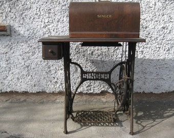 Antique Singer Sewing Machine // Rare Retro Workhorse with Cast Iron Table, One Century Old Embroidery Machine, 1920's