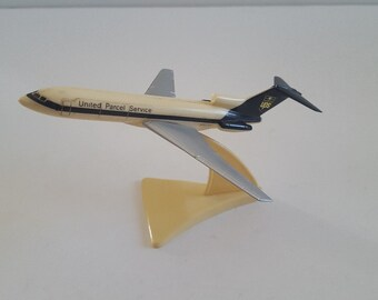 Vintage small desktop plastic aircraft model United Parcel Service 727-27 tail No. N907UP (1967-2006) good condition not otherwise marked