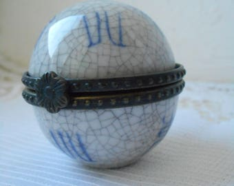 Vintage French Porcelain ART collectable mini trinket box / pill box  4929