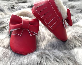 Handmade Fur Bow Moccasins / Baby Moccasins / Bow Moccasins / Fur Moccasins / Red Moccasins / Baby Red Fur Moccasins /Leather Moccasins