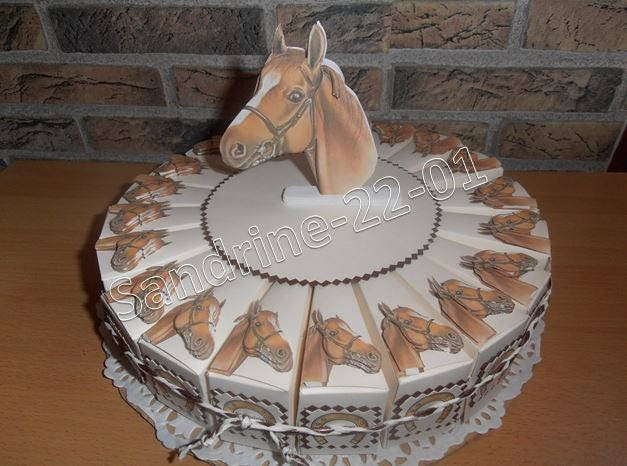 G teau compos de 20 boites drag es chevaux 3d - Decoration gateau cheval ...