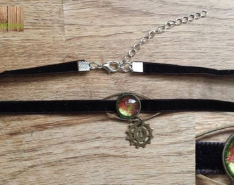 Red green chocker necklace