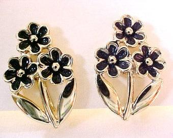 Judy Lee Black Gold Daisy Flower Earrings vintage clips enamel floral