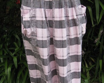 Lightweight pink and gray 1970s cotton skirt ~ self fabric pockets at front
