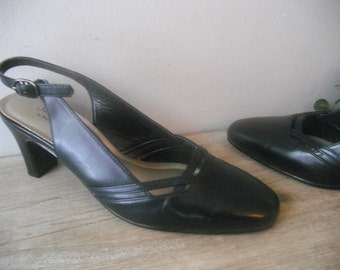 vintage navy SLING BACK Heels .. Hush Puppies .. size 6