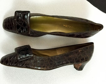 60's Bonwit Teller alligator big buckle pumps shoes / 1960's dark brown leather mod low kitten heels / crocodile / size 9 AAA / Narrow N