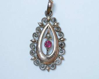 Victorian era pendant with garnet, pearl and rose gold / plated gold and garnet pendant / Victorian pendant / Victorian garnet pendant 1755