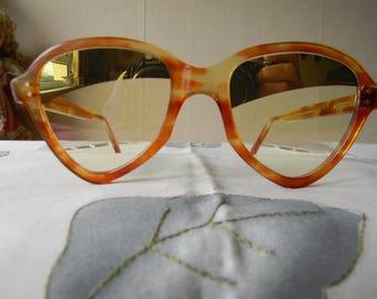 Rares Vintage marrons lunettes de soleil jaune et en miroir verres des années 1950. Fabriqué en Angleterre.