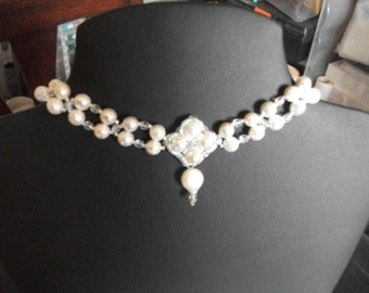 Faceted pearl beads and crystals choker