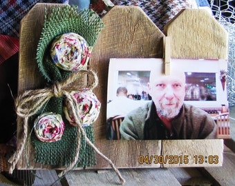 Rustic, reclaimed wood, picture swapping frame for 4 x 6 photo. Country floral embellished. (052615)