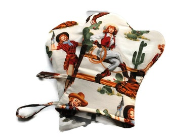 Quilted Oven Mitts Set of 2 Cowgirl ivory Alexander Henry. BBQ Mitts
