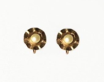 Vintage 1950's Rolled Gold Pearl Waved Petal Floral Flower Screw Back Earrings