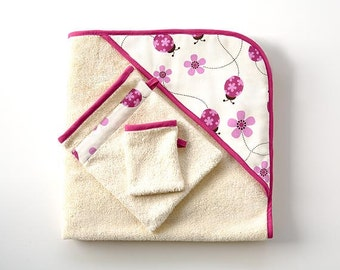 Baby bath towel in pink with chevrons, ladybugs or small flowers for organic babies. Organic hooded towel with washmits. New mom gift.