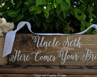 HeRe CoMeS YouR BRiDe SiGn - Here Comes the BRiDe - RingBearer SiGn - Here Comes Your Girl - Calligraphy Sign - Rustic Wedding sign - 20 X 5