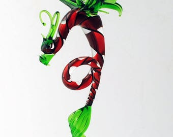 e36-998 Dragon with long, curved spiral tail - Green