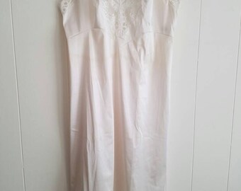 Vintage Vanity Fair Slip White Slightly Off White With White Floral Lace 1960s Nylon Tricot Size 32 Made in the USA