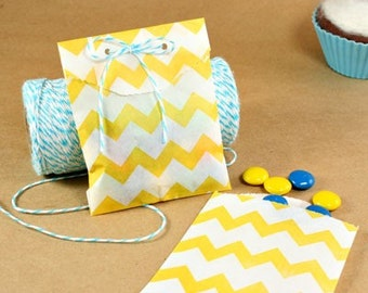 """25 Small Yellow Chevron Paper Treat Bags or Favor Bags . 2.75"""" x 4"""""""