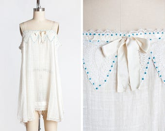 SO SWEET 1920s Woven Cotton & Lace Step-in with Blue Embroidered Polkadots // Flapper // Boudoir // Lingerie // Slip // Sleep Wear